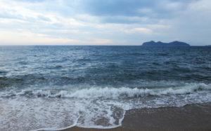 嵐の近づく海(山口県光市室積 室積海岸)