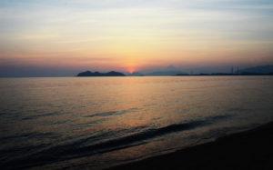 静かに暮れる陽(山口県光市室積 室積海岸)