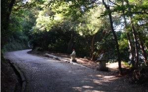 山道の地蔵尊
