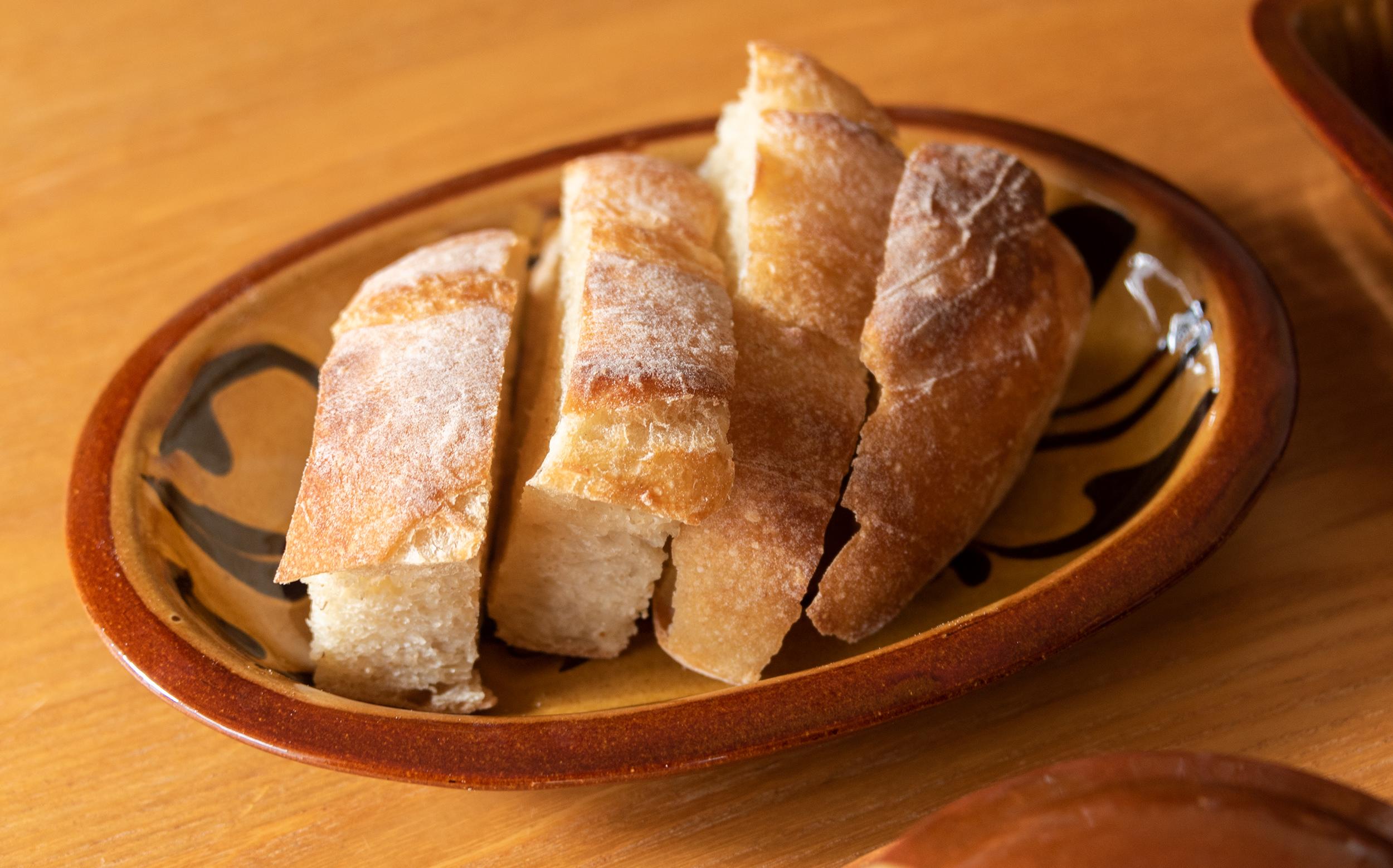 湯町窯のうつわとbaguette rabbitのパン